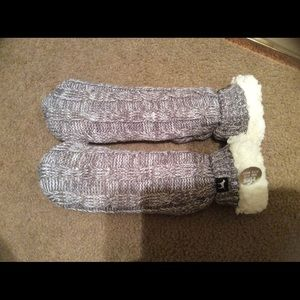 "NWT Victoria Secrets ""Pink"" Sherpa booties"